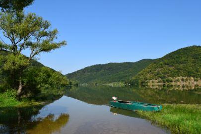 bovansko jezero obala i čamac